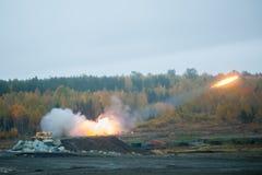 Lancement de Rocket par le système de TOS-1A photographie stock