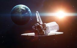 Lancement de vaisseau spatial dans l'espace Éléments de cette image meublés par la NASA photographie stock libre de droits