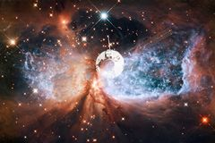 Lancement de vaisseau spatial dans l'espace Beauté d'espace extra-atmosphérique photo libre de droits