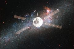 Lancement de vaisseau spatial dans l'espace Beauté d'espace extra-atmosphérique image libre de droits