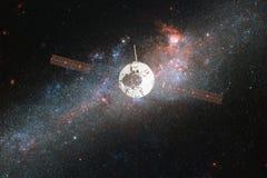 Lancement de vaisseau spatial dans l'espace Beauté d'espace extra-atmosphérique photographie stock libre de droits