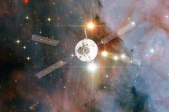 Lancement de vaisseau spatial dans l'espace Beaut? d'espace extra-atmosph?rique photos stock