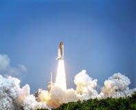 Lancement du vaisseau spatial du spaceport par jour photos libres de droits