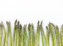 Lances vertes d'asperge d'isolement sur le fond blanc Photo libre de droits