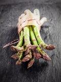 Lances vertes fraîches d'asperge Photo libre de droits