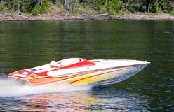 Lancha de carreras en el lago Imagen de archivo