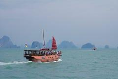Lancha de carreras turísticas en Pattaya, Tailandia Imagenes de archivo