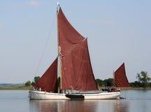 Lancha a remolque de la navegación de Thames Fotos de archivo libres de regalías
