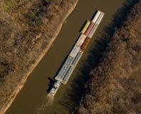 Lancha a remolque del río Fotografía de archivo