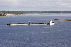 Lancha a remolque del río Misisipi y barco del tirón Fotos de archivo