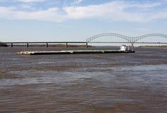 Lancha a remolque en el Mississippi Fotografía de archivo libre de regalías