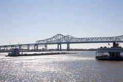 Lancha a remolque en el río Misisipi Fotos de archivo libres de regalías