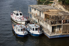 Lanchas contraincendios en el río Nilo Fotografía de archivo