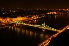 Lanchid på natten i Budapest Royaltyfri Bild