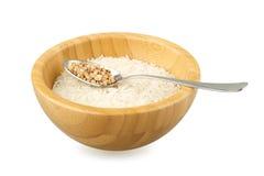 Lanci con il cucchiaio dell'acciaio e del riso con grano saraceno immagine stock libera da diritti