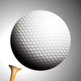 Lanci della sfera di golf fuori dal T Fotografia Stock Libera da Diritti