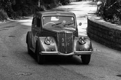 LANCIA APRILIA 1500 1949 på en gammal tävlings- bil samlar in Mille Miglia 2017 Royaltyfri Bild