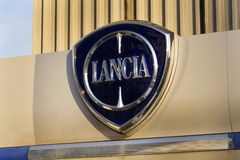Lancia-autoembleem op het handel drijven die op 20 Januari, 2017 in Praag, Tsjechische republiek voortbouwen Royalty-vrije Stock Afbeeldingen