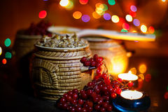 Lancia con il kutia - pasto dolce di Natale tradizionale in Ucraina, in Bielorussia ed in Polonia, sulla tavola di legno, il fond Fotografia Stock Libera da Diritti