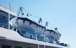 Lancia di salvataggio di sicurezza due, piccola barca che appende sulla piattaforma Fotografia Stock Libera da Diritti