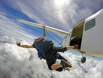 Lanciar in caduta liberasi i cieli speciali in tandem immagine stock libera da diritti