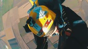 Lanciar in caduta liberasi in tandem Il momento di apertura del paracadute Salto in tandem Liberi la caduta Movimento lento stock footage