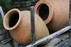 Lanciatore georgiano dell'argilla per vino immagine stock