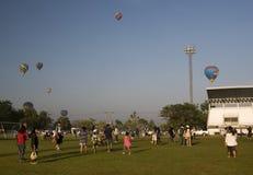 Lancio dell'aerostato dello stadio di sport immagine stock