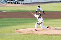 Lancio di Alberto Tirado della lega minore del gioco di baseball Fotografia Stock Libera da Diritti