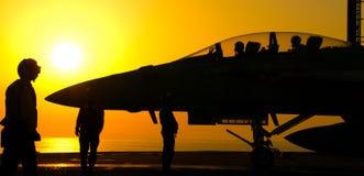 Lancio eccellente di tramonto del calabrone F-18 Fotografia Stock