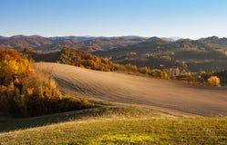 Land av kullar nära Milan Arkivfoton