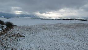 Land an einem dunklen Wintertag stock video footage