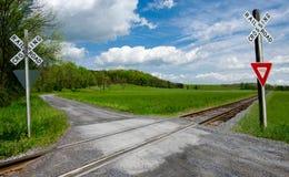 Land-Eisenbahn-Überfahrt Stockfotos