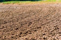 Land gepflogen für das Pflanzen, gepflogenes Feld, Ackerland lizenzfreies stockbild