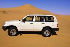 Land-Kreuzer in der Wüste.   Lizenzfreie Stockfotografie