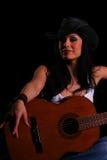 Land-Mädchen-Holding-Gitarren-Cl stockbilder