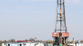 Land oil drilling rig stock video