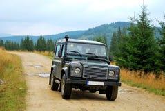 Land rover, camino sin pavimentar Imagenes de archivo