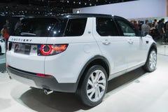 Land Rover Discovery 2015 auf Anzeige Stockfotografie