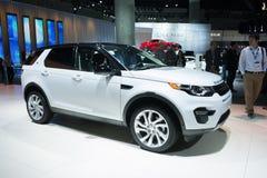 Land Rover Discovery 2015 auf Anzeige Lizenzfreies Stockfoto