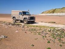 Land rover na praia Fotografia de Stock