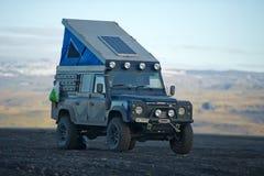 Land Rover obrońcy lądowy obozowicz fotografia stock