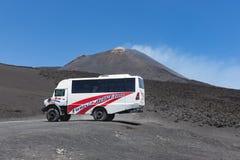 Land rover para los viajes de visita turística de excursión en el monte Etna, Sicilia Fotografía de archivo