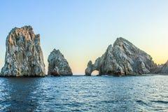 Land's End en la puesta del sol: las formaciones de roca famosas de Cabo San Lucas Imagen de archivo libre de regalías
