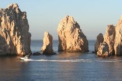 Land's End-Felsen und Boot Stockbild