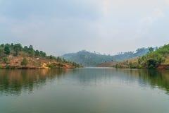 Land, See, Wald und Himmel stockfotografie