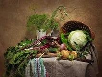 Land-Stillleben mit Gemüse Stockfotos