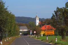 Land-Straße, Dobrovnik, Slowenien Lizenzfreies Stockfoto