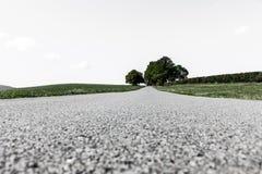 Land-Straße in der Landschaft lizenzfreies stockfoto