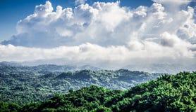 Land und Himmel lizenzfreies stockbild